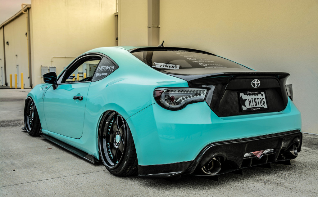 stay-minty-frs-carbon-trunk